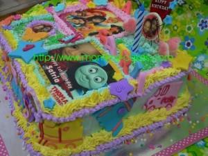 left - princess & thomas cake - mommycakes